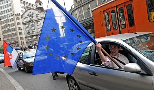 Belgrado: supporter europeisti